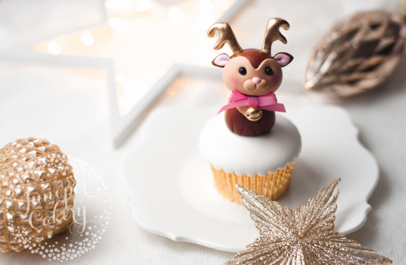 Cute fondant reindeer tutorial by Juniper Cakery