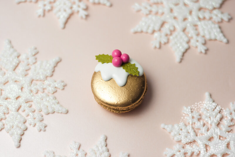 Christmas pudding macaron by Juniper Cakery