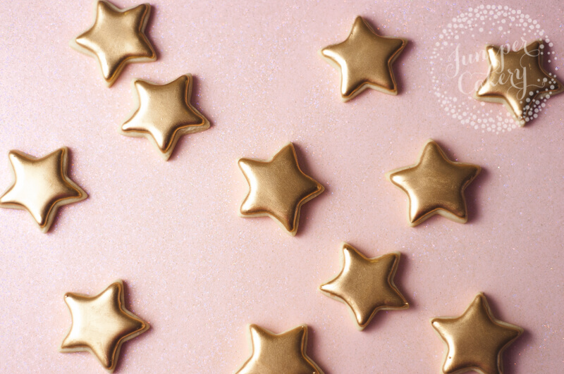 Gold mini star cookies by Juniper Cakery