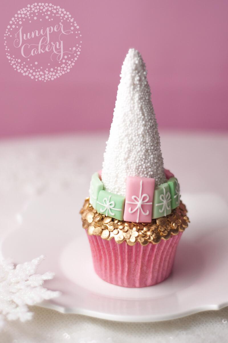 Chic Christmas tree cupcake tutorial from Juniper Cakery