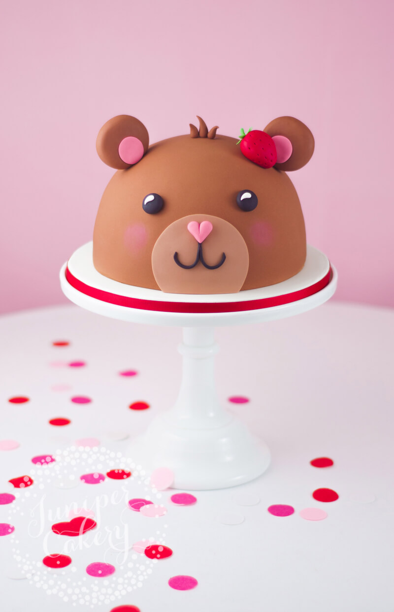 Cute teddy bear cake tutorial by Juniper Cakery