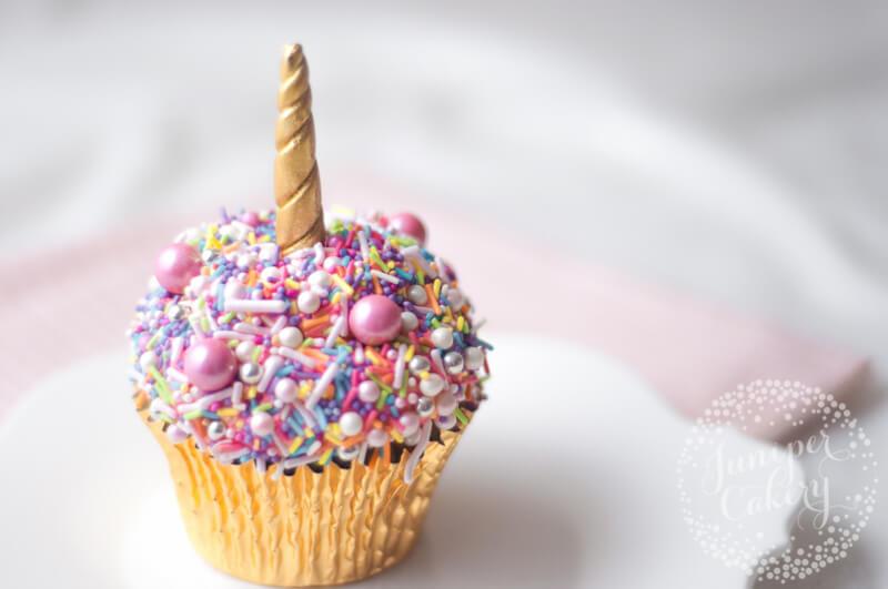 Rainbow unicorn cupcake tutorial by Juniper Cakery