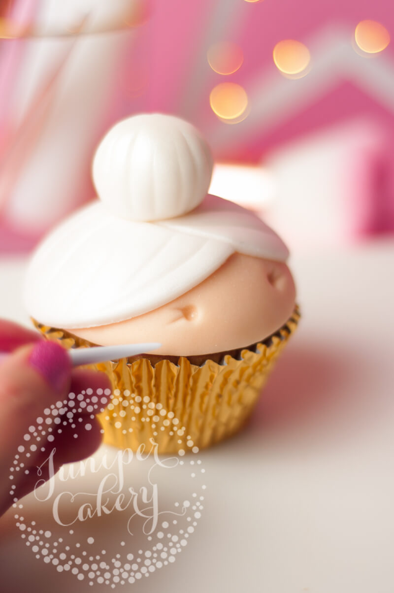 Mrs Claus cupcake tutorial for Christmas