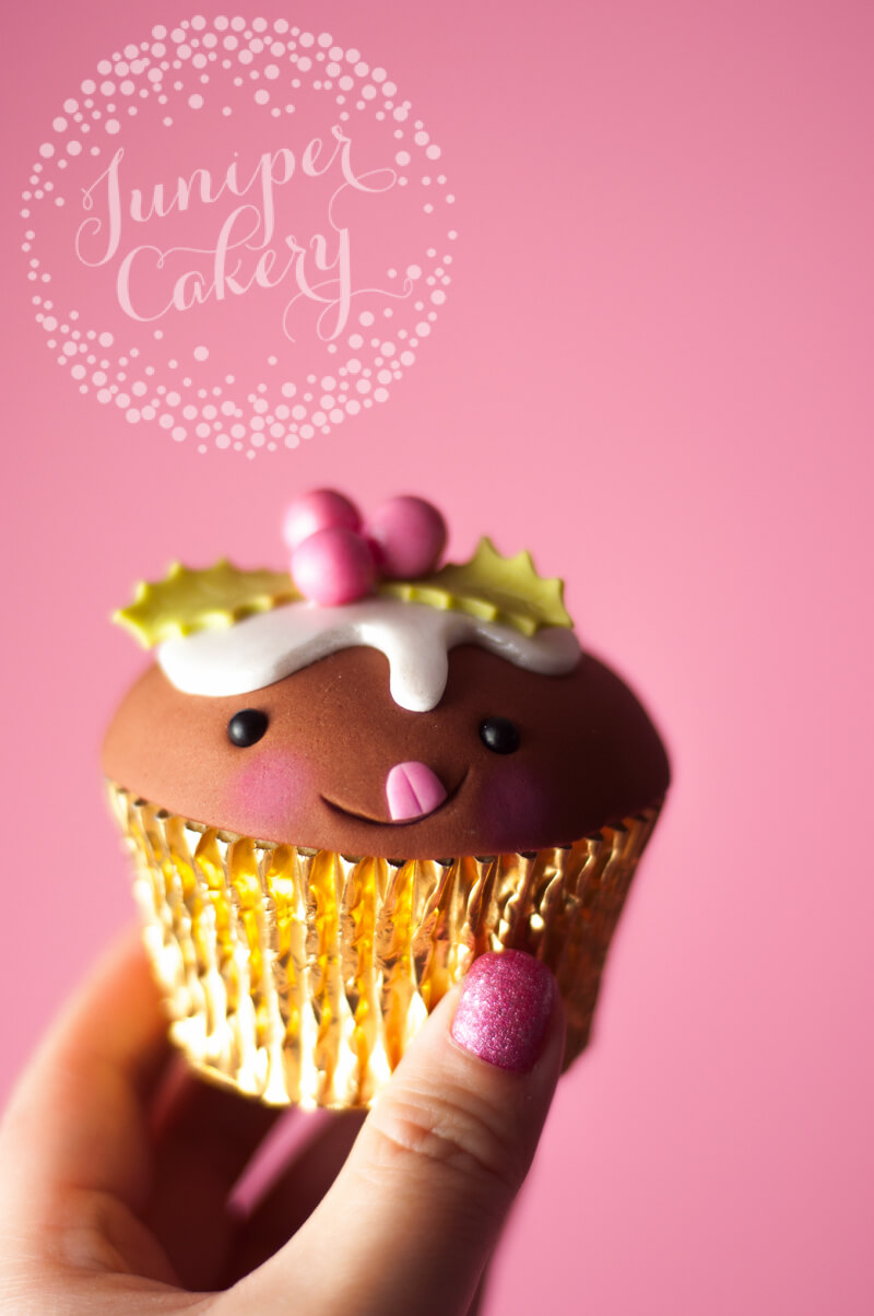 Christmas pudding cupcake tutorial from Juniper Cakery