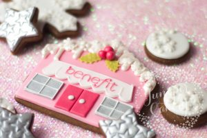 Benefit Cosmetics x Juniper Cakery: Festive Benefit Cookies!
