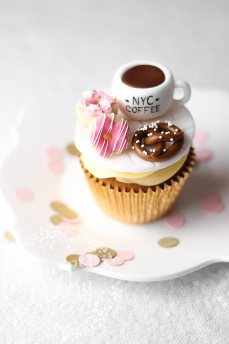 New York themed cupcake by Juniper Cakery