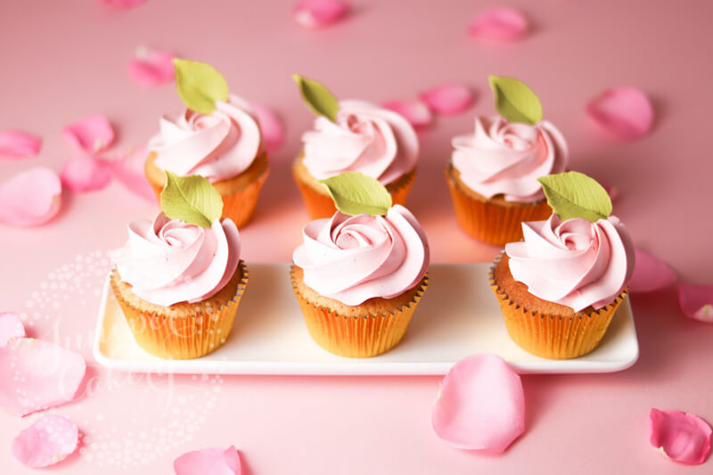 How to pipe Valentine Rose cupcakes by Juniper Cakery