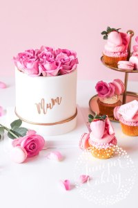Pretty Rose Hat Box Mother's Day Cake!