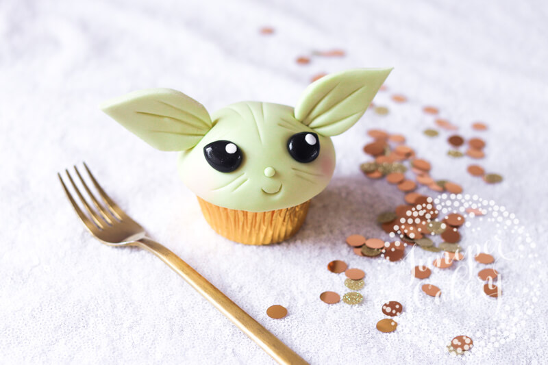 Cute Baby Yoda cupcake tutorial from Juniper Cakery