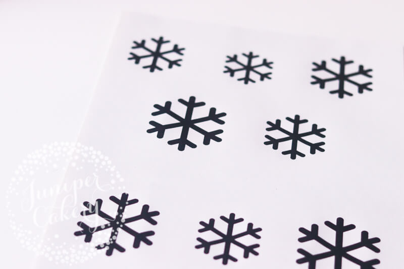 How to pipe snowflakes by Juniper Cakery