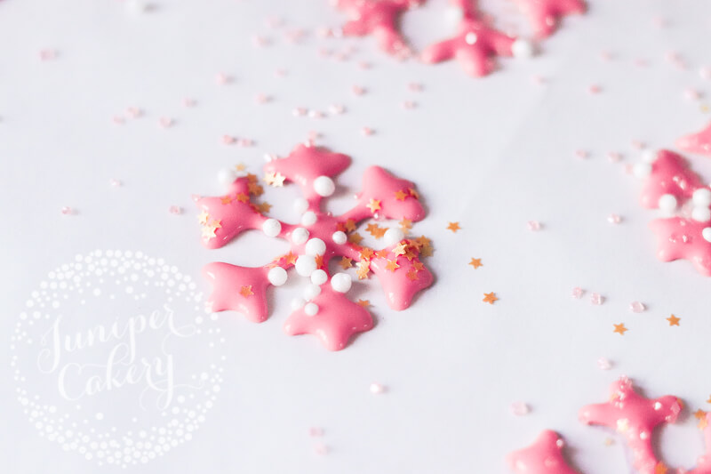 How to pipe royal icing snowflakes with Juniper Cakery
