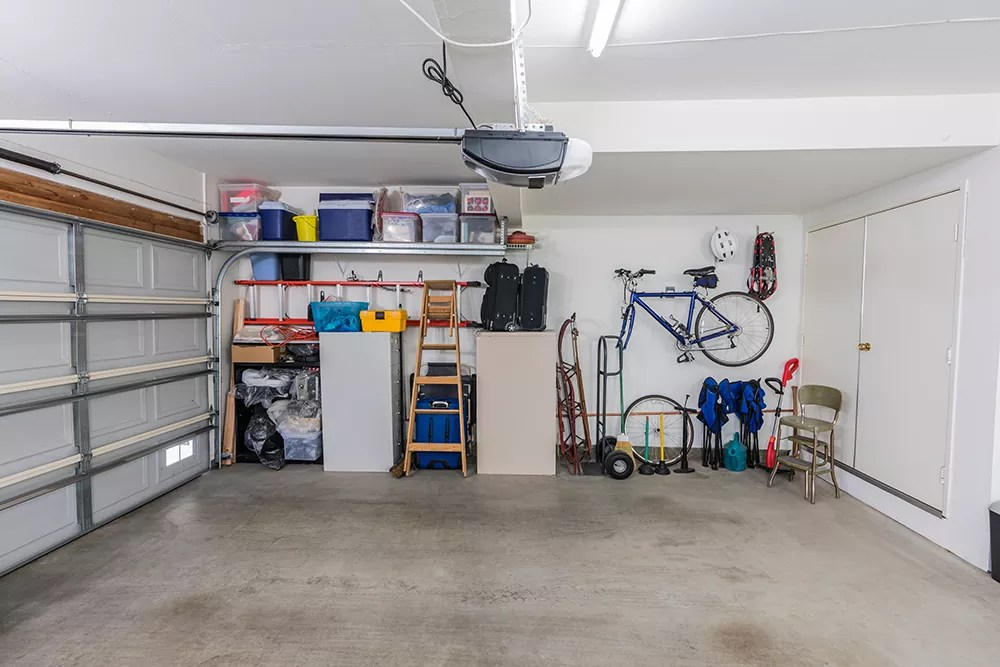 5 Easy Steps In How To Clean Out A Garage Full Of Junk