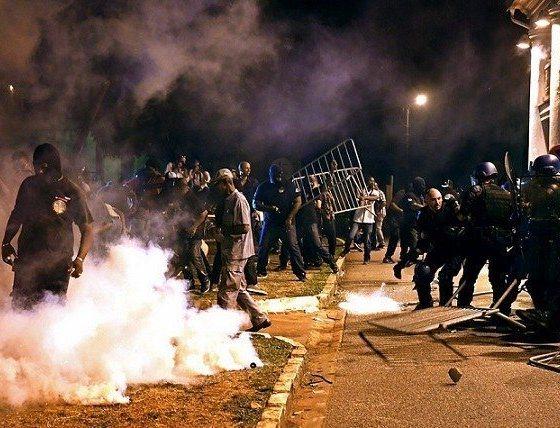 Guyane : Emmanuel Macron accueilli par des manifestations 30