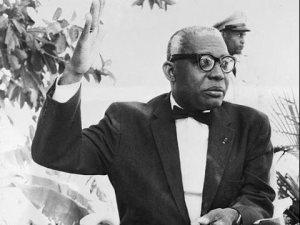 21 Nov. 1960 : Grève d'étudiants à Port-au-Prince et réaction musclée de François Duvalier 34
