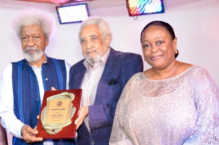 La Sénatrice Dieudonne Luma Etienne a honoré l'écrivain nigérian, Wole Soyinka 34