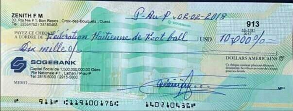 Rony Colin a offert un chèque de 10 mille dollars à la sélection haïtienne féminine U20. 34