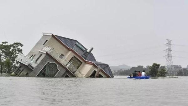 En Chine, le bilan des inondations s'alourdit, déjà 141 morts
