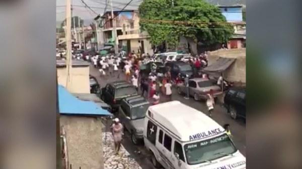 """Carwash: """"à la rue de l'Enterrement, des gens ont tiré sur les agents de l'ordre"""""""
