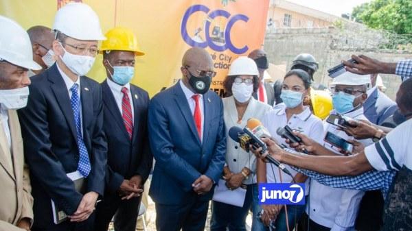 Joseph Jouthe et Fils-Aimé Ignace Sainfleur visitent plusieurs chantiers de la capitale