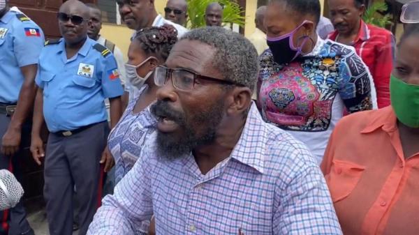 Des employés de la CAS ont manifesté contre la ministre des Affaires Sociales