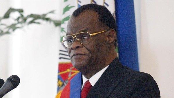 8 mars 2004. Investiture de Boniface Alexandre comme président provisoire d'Haïti