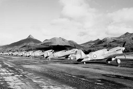 Les Kittyhawk du 111e Escadron (Chasse) à Kodiak, en Alaska.