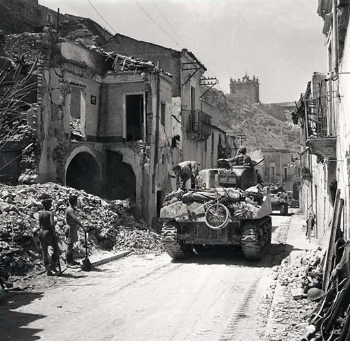 Régiment de Trois-Rivières tanks entering the ruins of Regalbuto, August 4th, 1943.