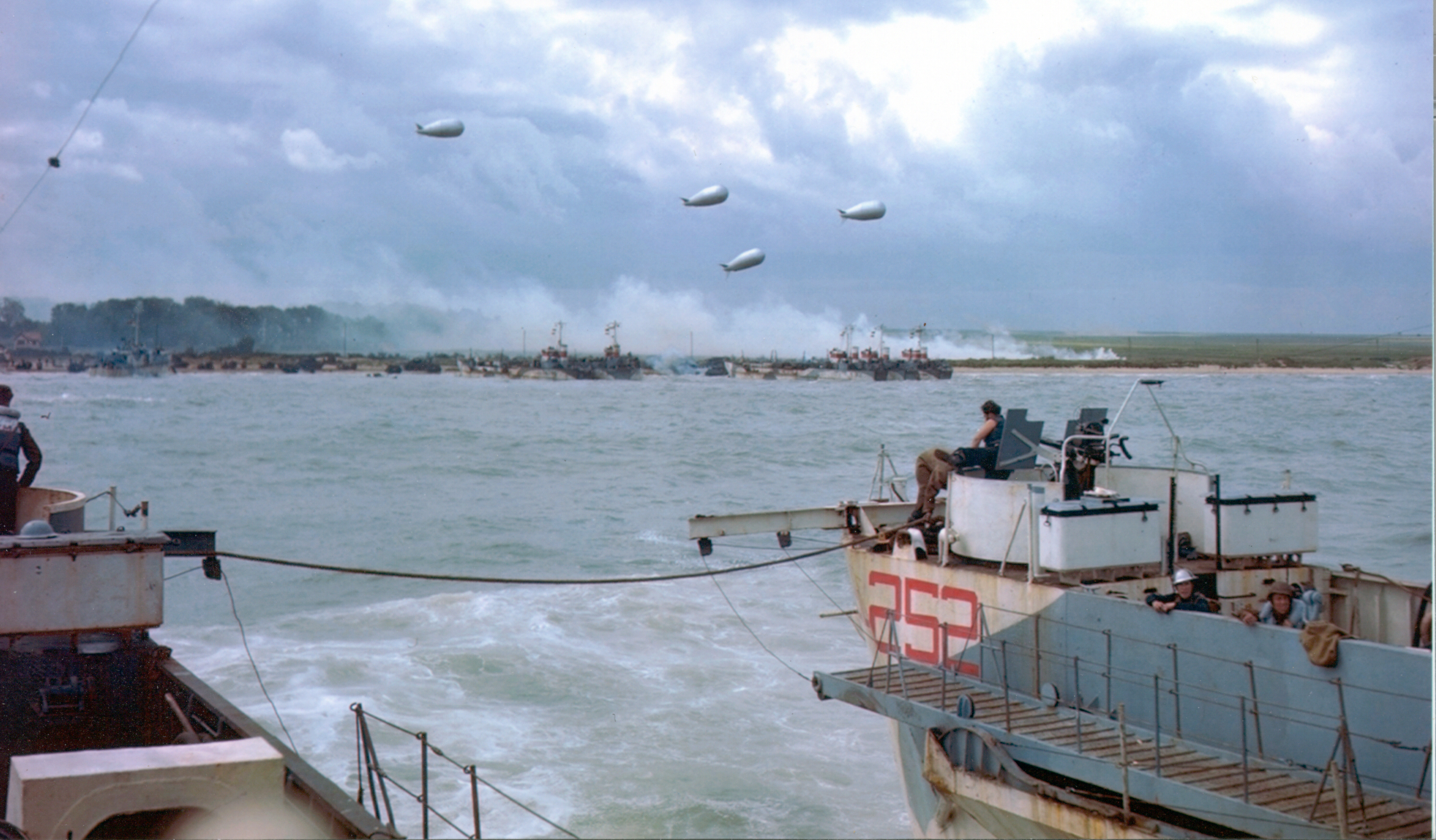 Colour photograph. A landing craft approaches Juno beach on the afternoon of D-Day. Source: Library and Archives Canada CT 299 / Courtesy of the Juno Beach Centre Association