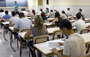 La estabilización de la plantilla docente es una de las prioridades de la Junta de Andalucía. (Foto EFE)