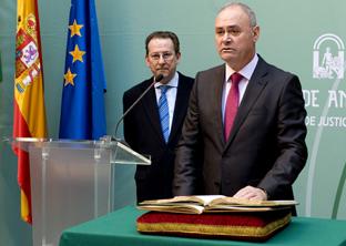 El nuevo director general toma posesión de su cargo en presencia del consejero de Justicia e Interior.