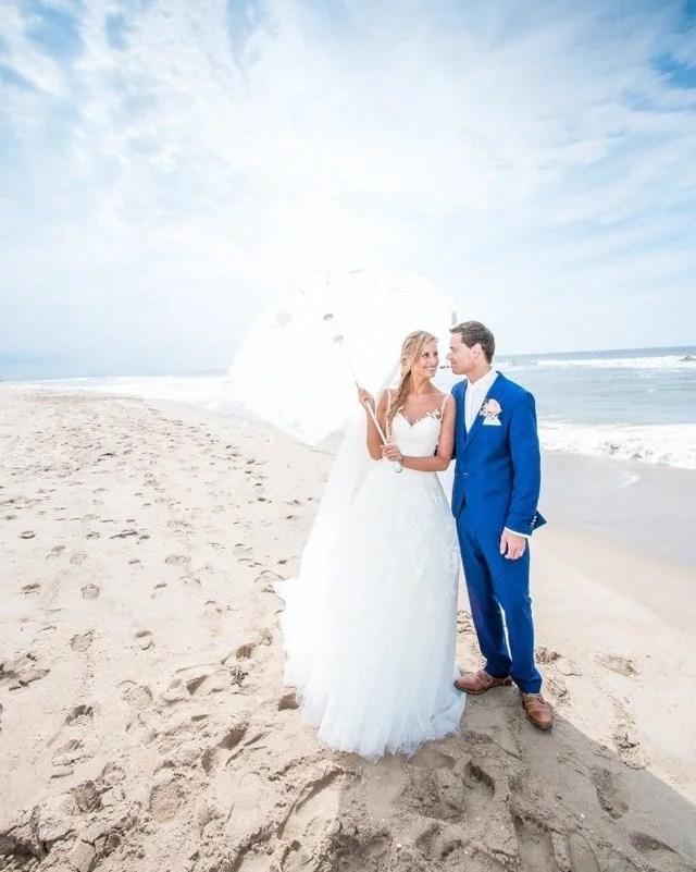 Wat kijk ik weer uit naar de zomer. De tijd waarin (hopelijk) weer getrouwd kan worden.  #fotograaf #fotografie #trouwfotograaf #bruidsfotograaf #trouwfotografie #bruidsfotografie #verloofd #huwelijksfotograaf #ikgatrouwen #bruiloftsfotograaf #trouwinspiratie #trouwenin2021  #huwelijksfotografie #wijgaantrouwen  #trouwen #huwelijk #bruiloft #bruiloftinspiratie  #trouwen2021 #trouwleveranciers  #safethedate  #love #liefde #wedding #trouwbeurs