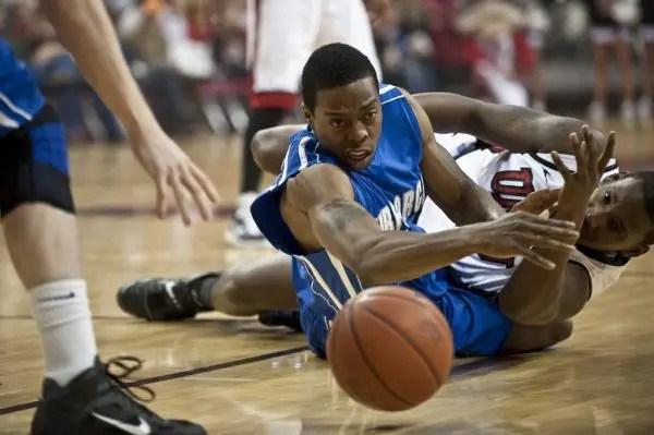 Pelanggaran dan kesalahan dalam basket