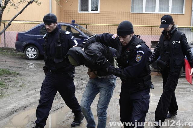 arestat pentru pornografie