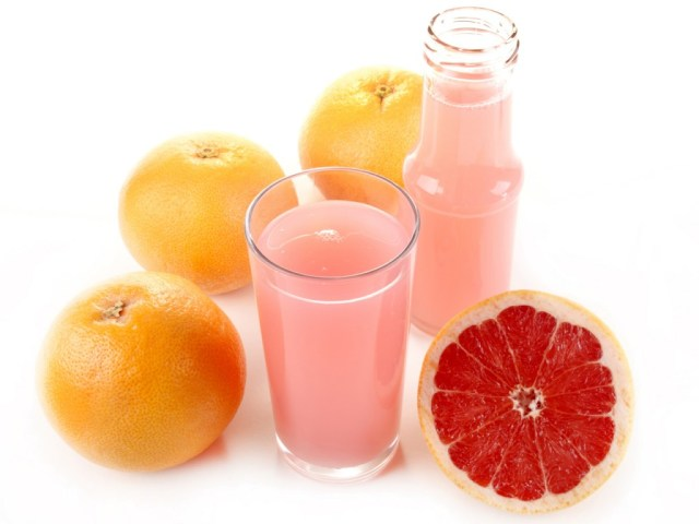 Image: Red grapefruit juice in a glass