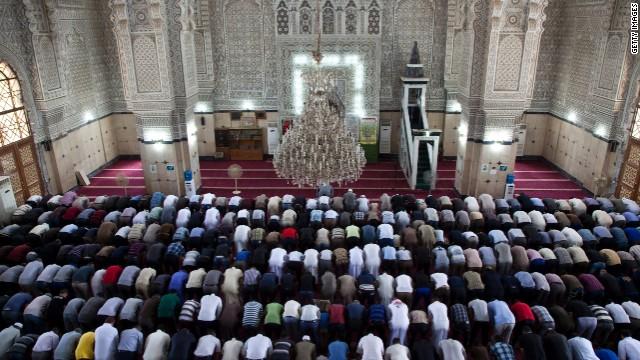 Islamul va fi cea mai răspândită religie din lume în numărul de adepţi