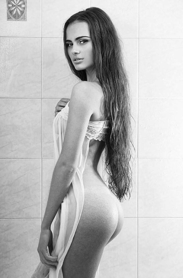 Xenia-Deli dezbracata