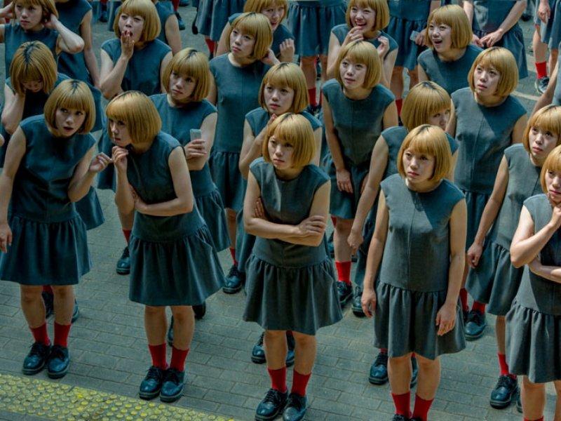 Imagini: O lume plină de oameni clonați