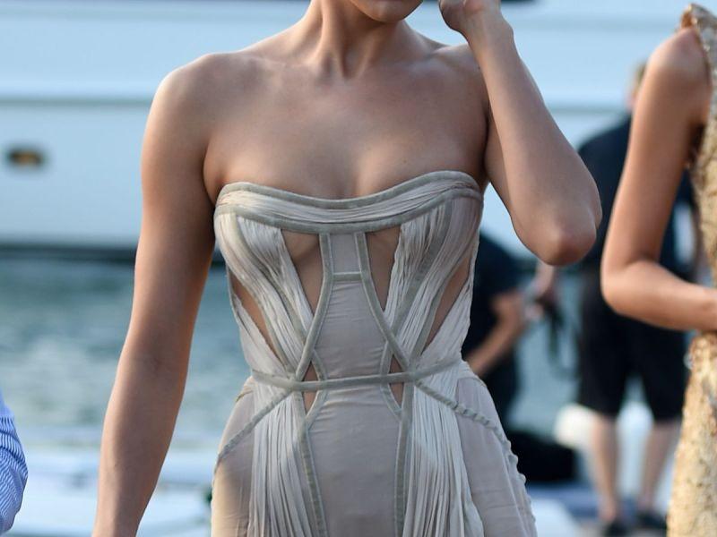 Irina Shayk și rochia transparentă la  Leonardo Dicaprio Charity Gala în Saint-Tropez