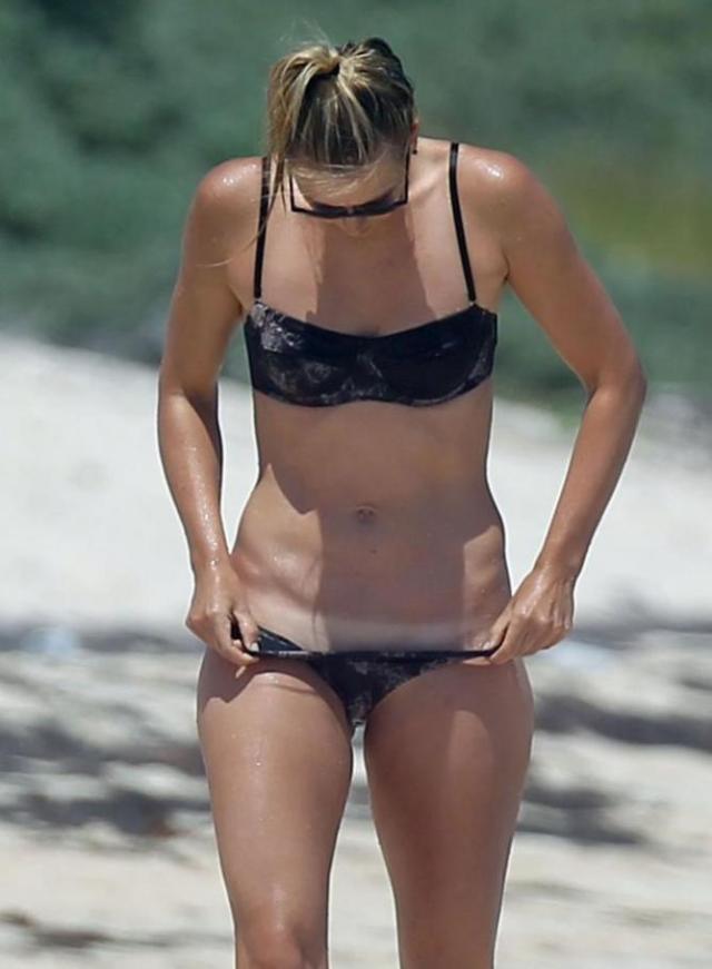 Super-sexy-Maria-Sharapova-la-plaja-1