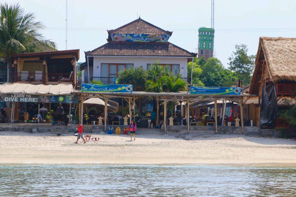 Auf Gili Trawangan gibt es zahlreiche Resorts wie beispielsweise das Hotel der Dream Divers. Foto: Sascha Tegtmeyer