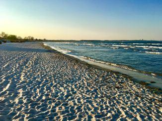Ostsee Herbst Winter Strand Scharbeutz Timmendorfer Strand Der Sommer ist vorbei und damit auch die Saison an der Ostsee? Mitnichten! Darum solltet Ihr jetzt die Ostsee im Herbst genießen und in Scharbeutz, Timmendorfer Strand und Co. Urlaub machen.