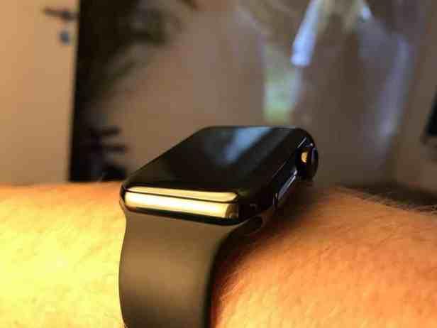 apple-watch-series-2-space-black-portraet Auf dem Trockenen macht die Apple Watch 2 jedenfalls eine richtig gute Figur! Foto: Sascha Tegtmeyer