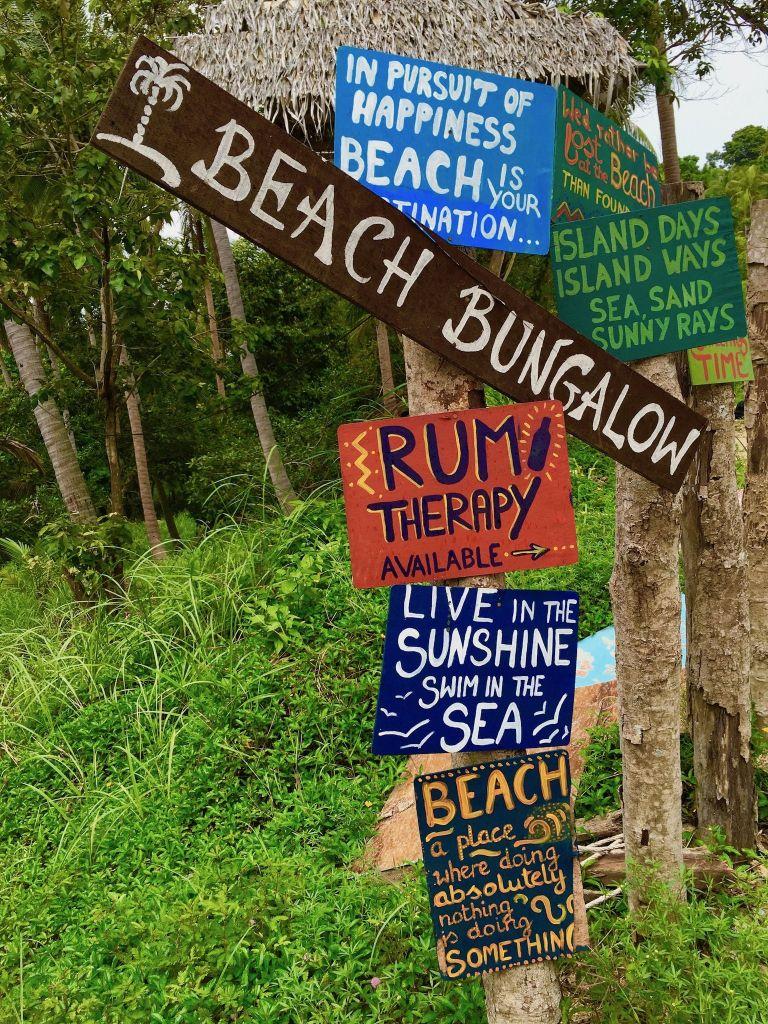 Reisebericht aus Koh Phangan: dieses Schild fasst das Leben auf der Insel eigentlich recht gut zusammen. Foto: Sascha Tegtmeyer