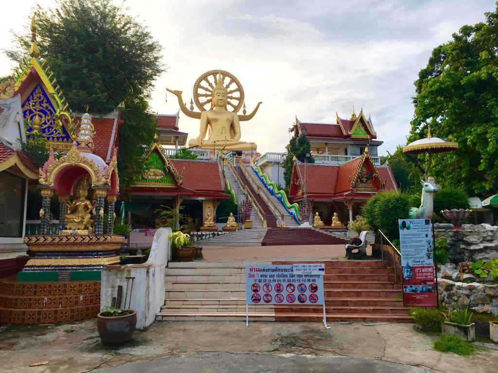 Big Buddha auf Koh Samui: Die Statue befindet sich auf einer vorgelagerten Insel nahe Chaweng. Foto: Sascha Tegtmeyer Koh Lipe, Koh Samui, Koh Phangan, Koh Tao, Thailand, Trauminsel, Strand, Reise, Urlaub, Backpacking, Wanderlust, Tauchen, Surfen, SUP, Stand Up Paddling, Phuket, Krabi, Andamanensee, Südostasien, Umwelt, Natur, Regenwald, Dschungel, Weltreise, Thailandurlaub, Beste Reisezeit Thailand, Winterurlaub, Wo ist es im Winter warm, Golf von Thailand