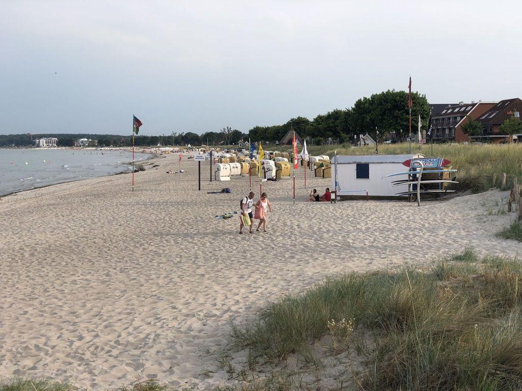 Surfschule in Haffkrug (kurz vor Scharbeutz): Hier kann man sich Boards ausleihen oder Kurse machen. Foto: Sascha Tegtmeyer