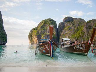 So ein wunderschöner Strand: Die Maya Bay auf Koh Phi Phi ist der Strand aus The Beach. Foto: Pixabay.com | Lizenz: CC0 Public Domain