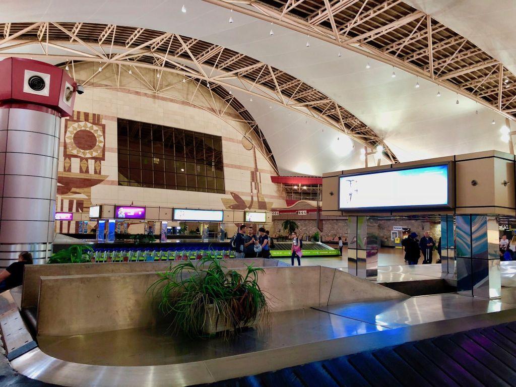 Modernes Flughafen-Terminal in Sharm El Sheik: Viel zu wenige Flieger kommen hier an. Foto: Sascha Tegtmeyer