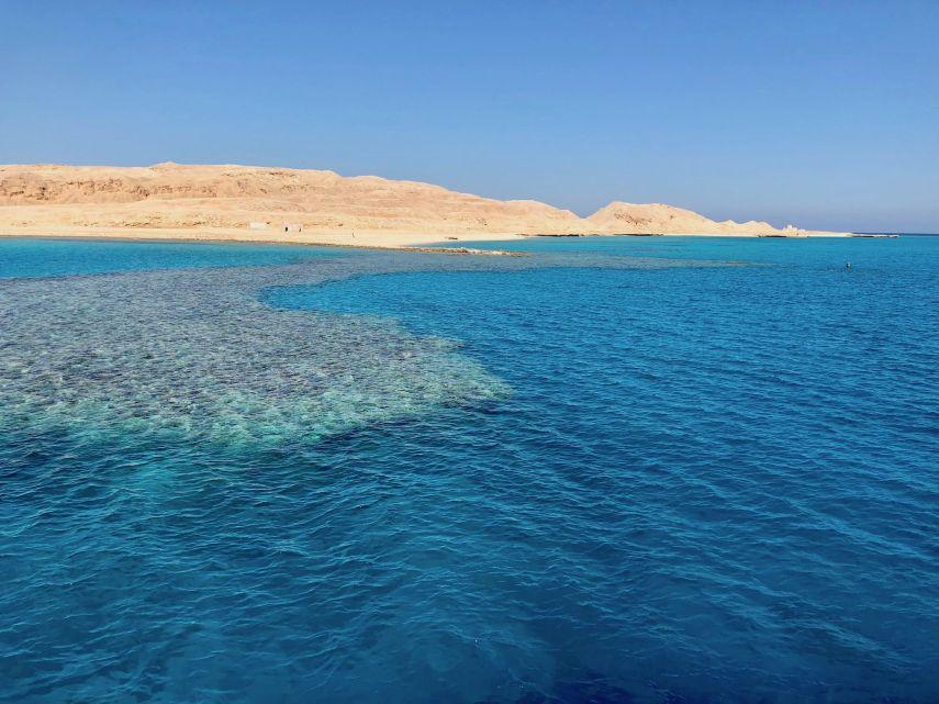 Einsame Insel im Roten Meer: In Ägypten kann man 365 Tage im Jahr Sonne genießen! Foto: Sascha Tegtmeyer