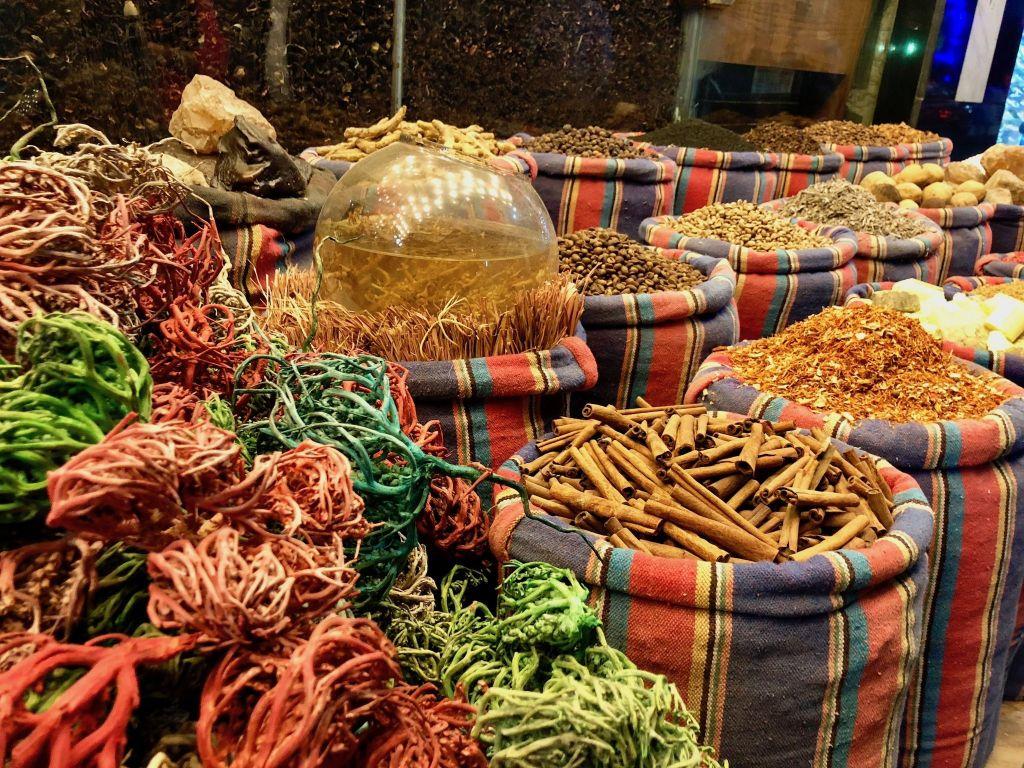 In der Altstadt von Hurghada könnt Ihr viele tradiotionelle ägyptische Waren kaufen. Foto: Sascha Tegtmeyer