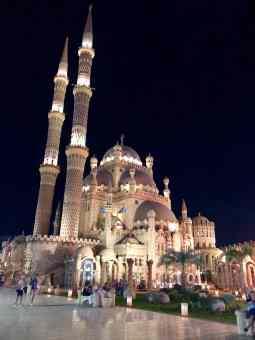 Die Al Mustafa Moschee ist das Zentrum der Altstadt. Foto: Sascha Tegtmeyer